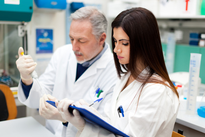 Doktoren bei Laborarbeiten