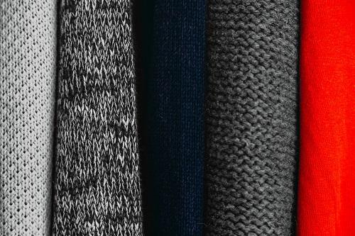 Kleidung in unterschiedlichen Farben