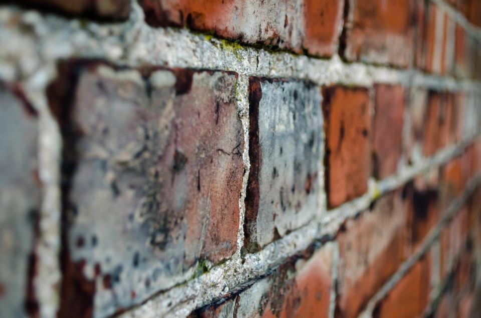 Mauer aus Ziegelsteinen