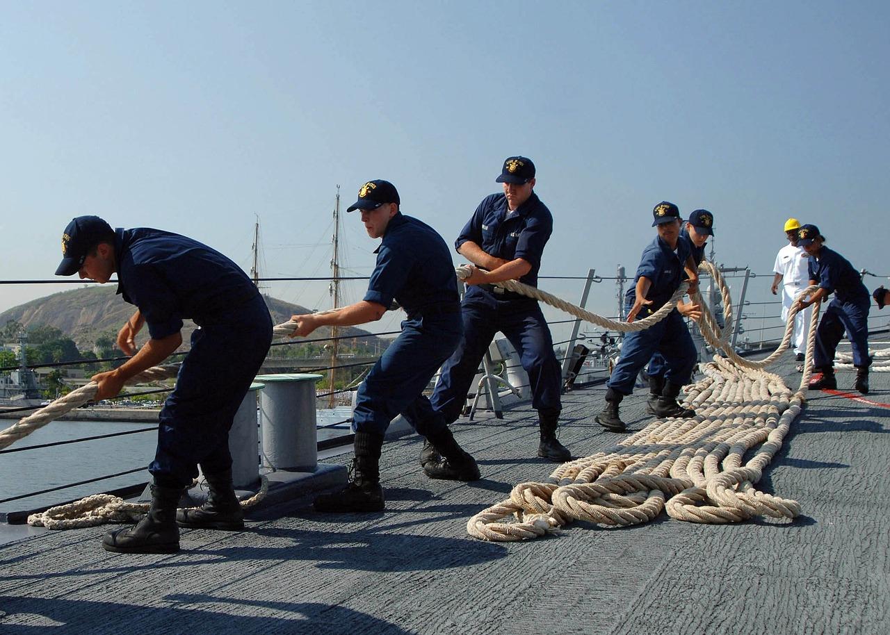 Teamarbeit an Bord