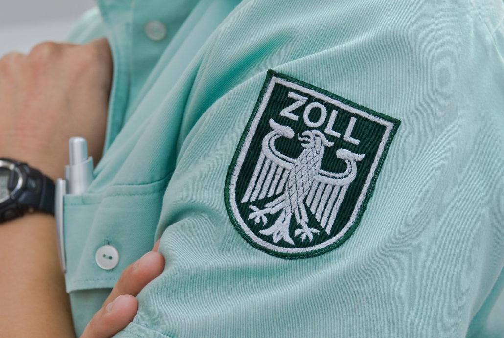 Grünes Hemd des deutschen Zoll mit Zoll Abzeichen