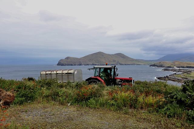 Ein landwirtschaftliches Fahrzeug beim Einsatz