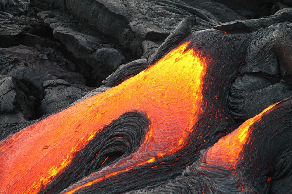 Fließende Lava